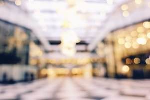 Blurred background of shopping mall