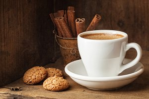 Coffee cup and Amaretti
