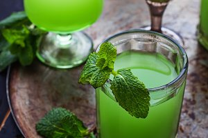 Glasses of green drink with mint.