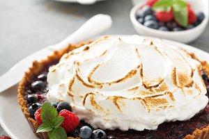 Berry tart with meringue