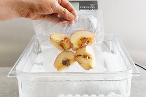 Sous vide cooking of apples