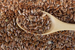 handful of flax seed with spoon