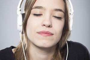 Girl's portrait listening to music