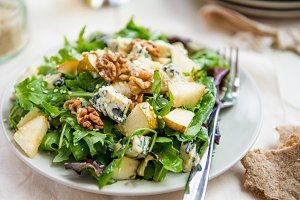 Warm Salad with Blue Cheese and Pear