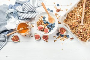 Oat granola with nuts & yogurt