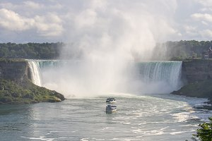 Niagara Falls with tourist boats
