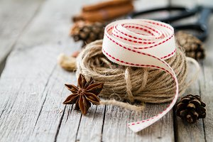Preasent nuts cinnamon ribbon