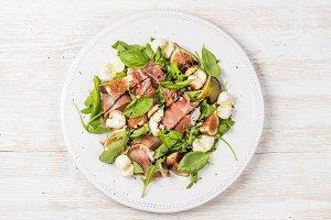 Arugula, basil & figs salad
