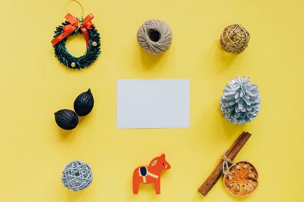 Creative flat lay christmas ornamen…