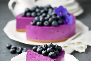 Blueberry cheesecake with fresh blueberries
