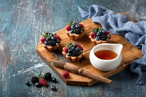 Walnut tartlets with custard and berries