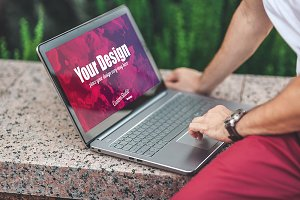 Man uses Laptop PSD Mockup outdoors