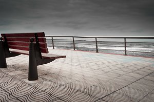Bench to contemplate the sea