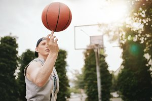 Streetball player spinning
