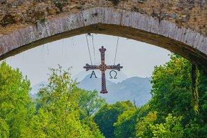 cross in the bridge