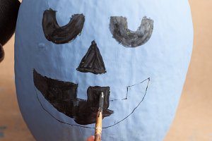 Painting a happy pumpkin