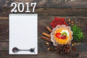 New Year 2017. Notepad, fruit tart.