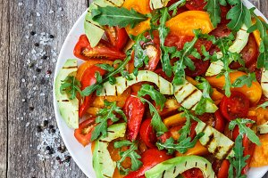 Salad of avocado and tomatoes