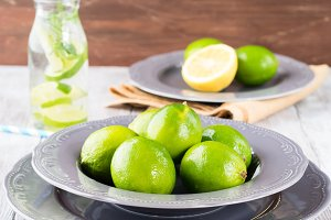 Detox water with limes and mint