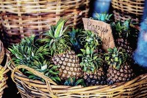 watercolor of pineapple