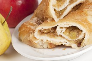 Strudel cake with apples