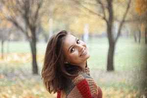 Young woman in a park in autumn