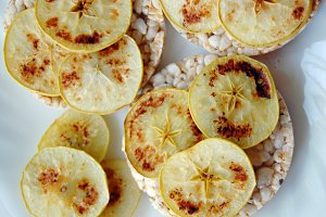 rice crackers with apples