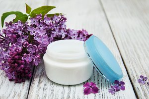 Moisturizing cream with lilac flower
