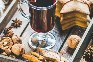 Wine with gingerbread cookies