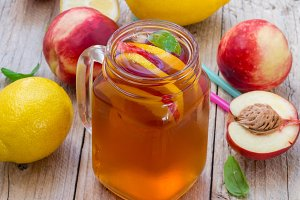 Ice tea with lemon and peach
