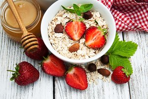 Muesli with fresh strawberries