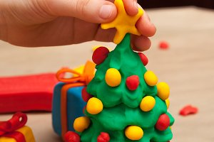 Making a plasticine Christmas tree