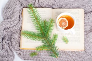 Breakfast with the book hot tea