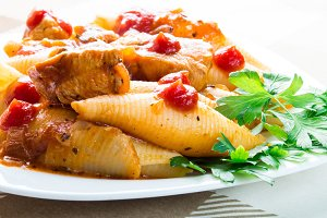 Conchiglioni pasta and stewed meat