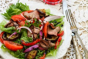 Warm salad of roast beef
