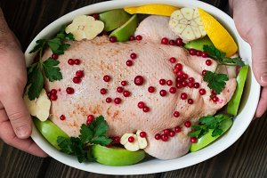 Duck stuffed with apples and cabbage
