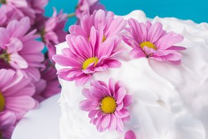 Vanila cake decorated with flowers