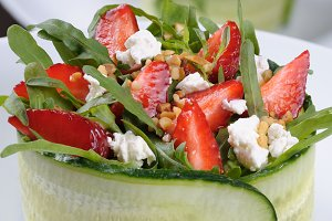 strawberry salad with arugula