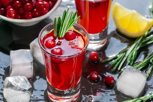 Cocktail cranberry and rosemary