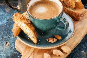 Coffee cup and cantucci