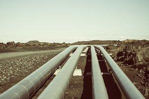 Pipelines in a vulcanic landscape