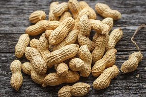 Dried peanuts