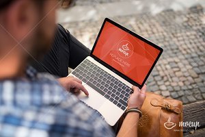 MacBook PSD Mockup Gentleman