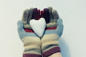 Snow heart in hands.