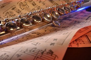 Flute score red blue lighted front