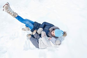 Mother and daughter fell in snow