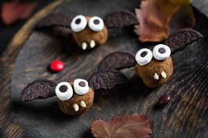 Chocolate bats for Halloween party