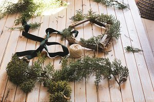 creating a wooden wreath pine