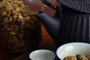 Chrysanthemum tea and pottery