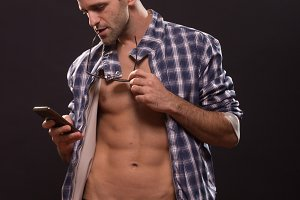 man posing smartphone abs body